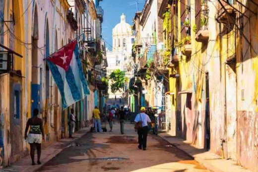 Cubana-Travel-Street-scene-in-Oud-Havana-opt